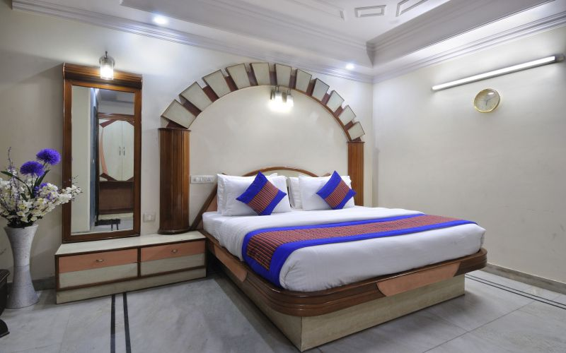 Hotel De Holiday International @ New Delhi Station